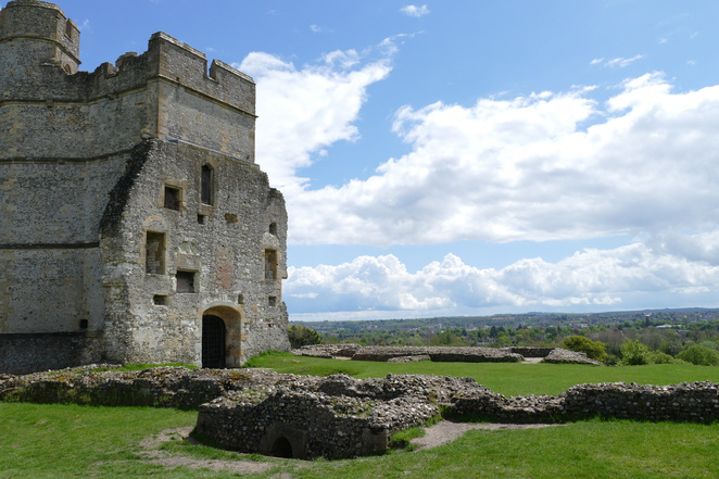Donnington Castle, top attractions in Newbury, things to do in Newbury, picnic spots, historic attractions, English Civil War