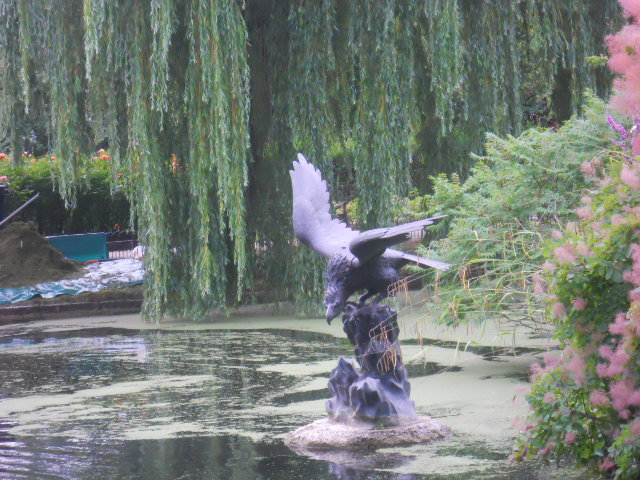 regent's Park, queen mary's gardens, japanese eagle