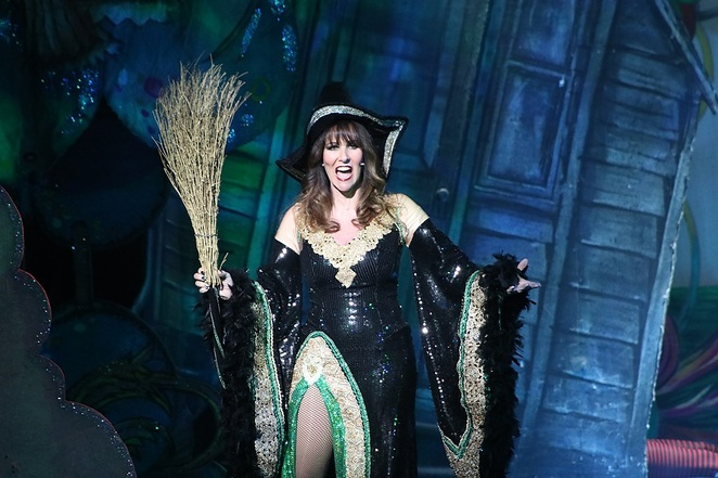wizard of oz, theatre, st helens, theatre royal, pantomime, merseyside, family show