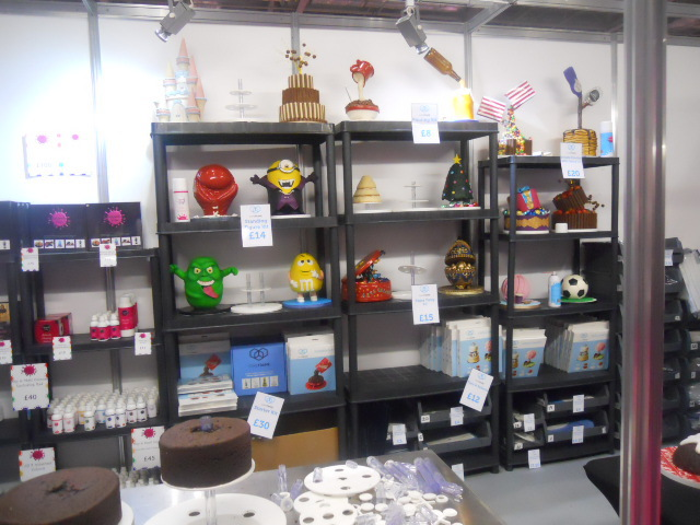 cake and bake show, cake stands, armature