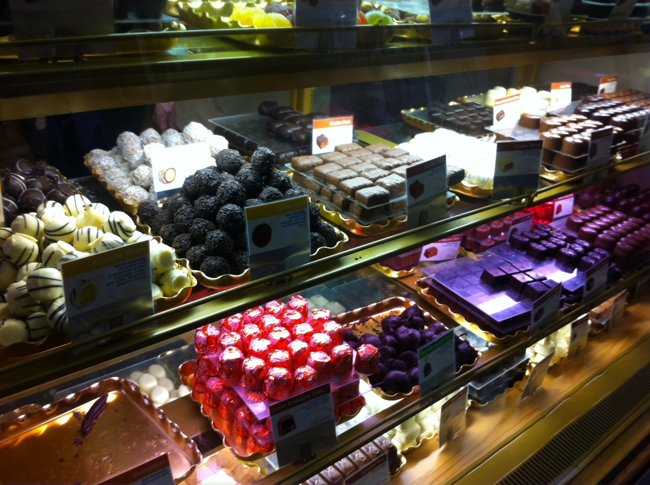 belgium chocolate industry The belgian royal association of the chocolate, praline, biscuits and sugar confectionery industry (choprabisco) has developed a 'belgian chocolate code' that.