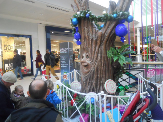 centre court, wimbledon, tree