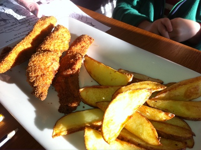chicken nuggest, goujons, children's meal, bridgeview station restaurant, cafe, dundee, river tay, tay bridge