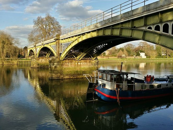 Richmond Railway Bridge, River Thames, Towpath