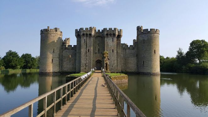 bodiam castle, bodiam, castles, high weald, area of outstanding natural beauty, castles uk, wedding venues, sussex, sussex castle, 14th century castle, moat, moat castle, scenery, beautiful castle, english countryside, countryside, architecture, medieval, medieval castle, england castle, drawbridge, drawbridge castle, bridge, bridge castle