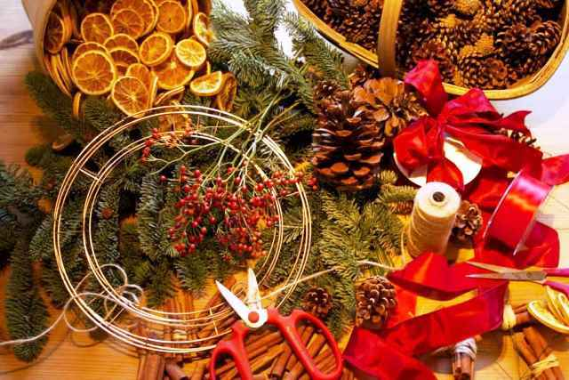 Christmas wreath, Christmas, Xmas, wreath making, cards, craft, workshop, materials