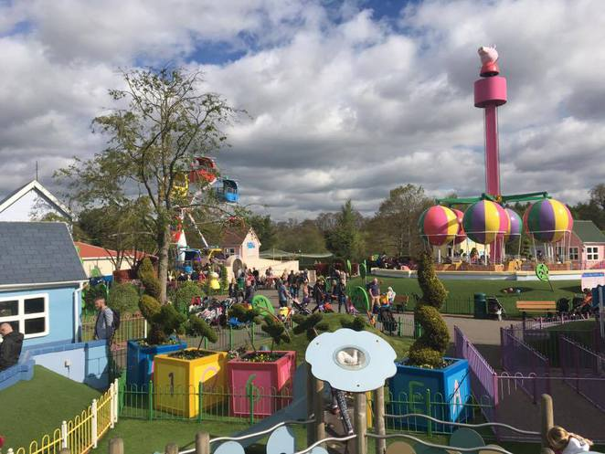 Paultons Park, Peppa Pig World, Theme Park, Hampshire, Peppa Pig, Mummy Pig, Daddy Pig, Dinosaurs, Lost World