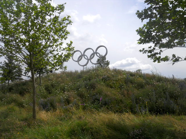 queen elizabeth olympic park, alfred's meadow, olympic rings