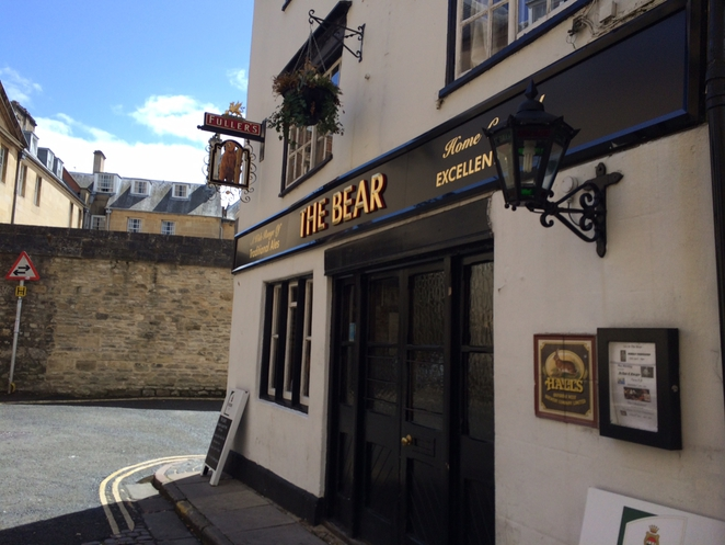 the bear inn oxford, oxfords oldest pub, pubs in oxford, the bear inn review, old pubs in oxford, things to do in oxford, places to visit in oxford, oxford must see, bars in oxford