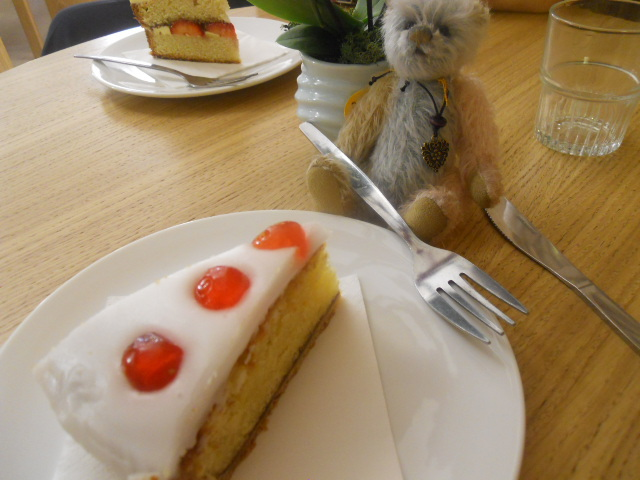 christ church spitalfields, cafe in the crypt, cherry bakewell, cake, weeny, charlie bears, minimo