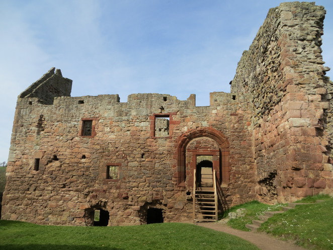 hailes castle, curtain wall