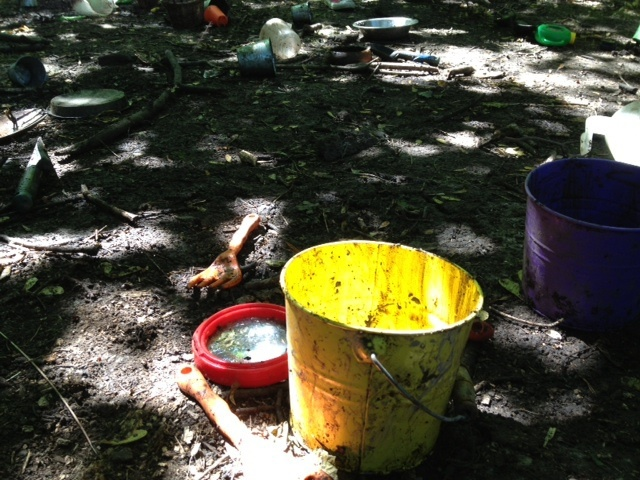 Summer activity, kids, mud pies