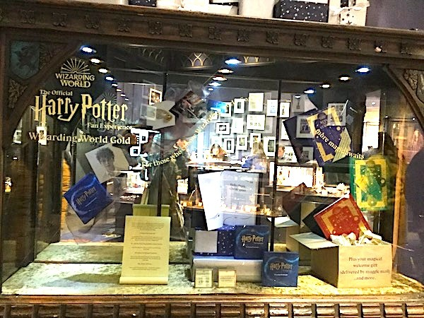 Harry Potter, Warner brothers, studio tour, leavesden, Hogwarts in the snow, gift shop, wizarding gold
