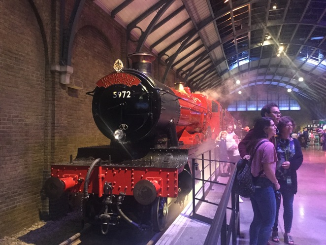 Warner Bros. Harry Potter Studio Tour, Leavesden Studio, Hogwarts express, platform 9 3/4