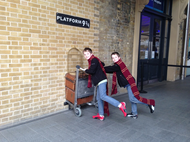 king's cross station harry potter platform 9 3/4