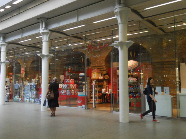 king's cross st pancras international, train station, tube station, hamleys, toy shop