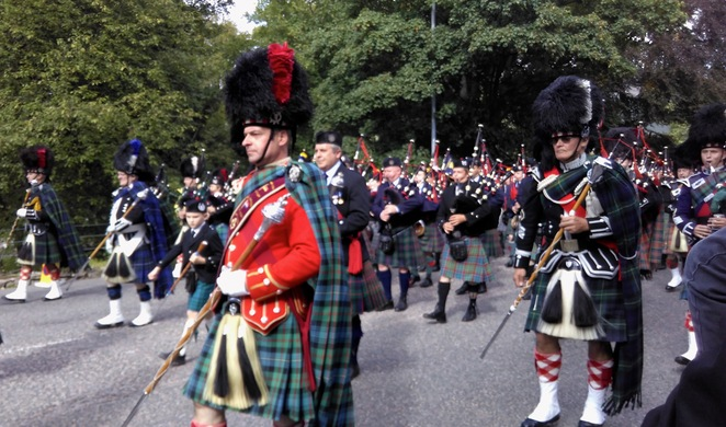 pipers,bagpipes,braemar,scotland,highland games,sport,family