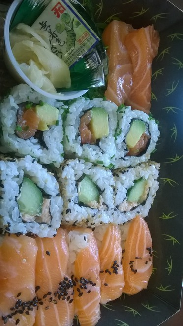 sushi, abokado, lunch, cheap, salmon, salad, wraps