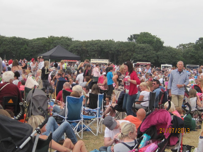 Crowds at the Bents Park