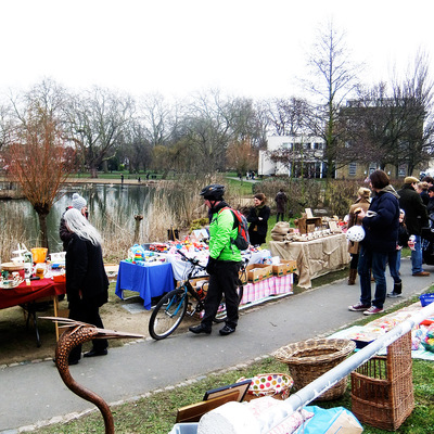Barnes Collectors' Market