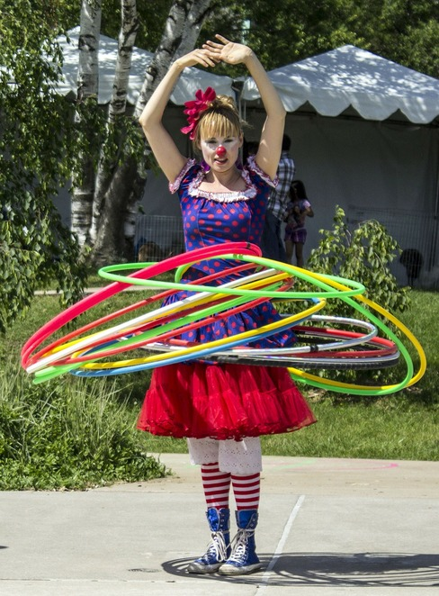 circus skills workshop, tadley library, hampshire libraries, february half term holidays, fun things to do, school holidays, fun for kids, juggling