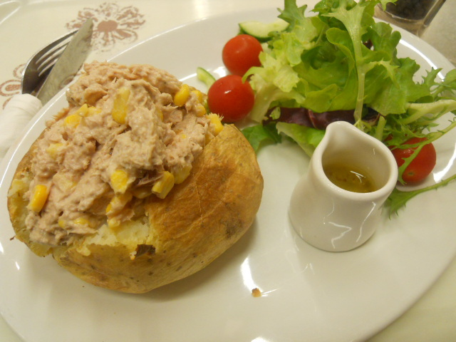 m&s, marks and spencer's, cafe, jacked potato, baked potato, tuna and sweetcorn