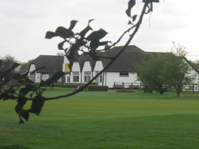 mitcham Common, mitcham golf club, clubhouse