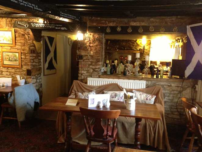 black horse, pub, lower windrush, family friendly