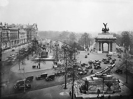 carscapes, how the motor car reshaped england, wellington arch