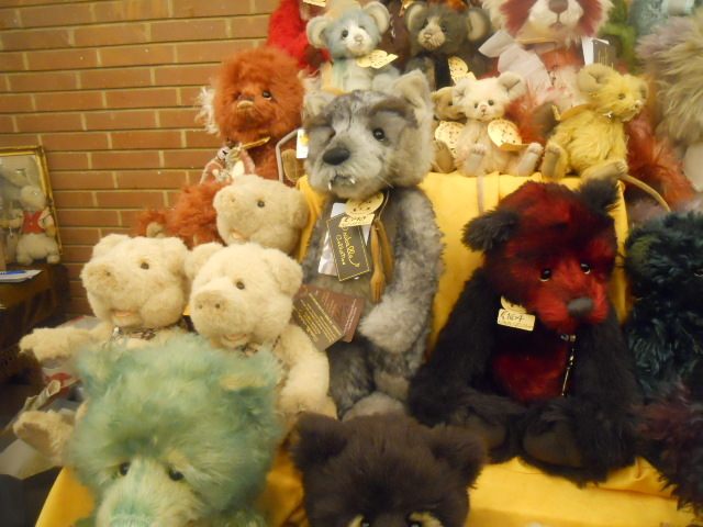 hugglets, teddies festival, Kensington town hall, the old bear company, the bear shop, Charlie bears, the three little pigs