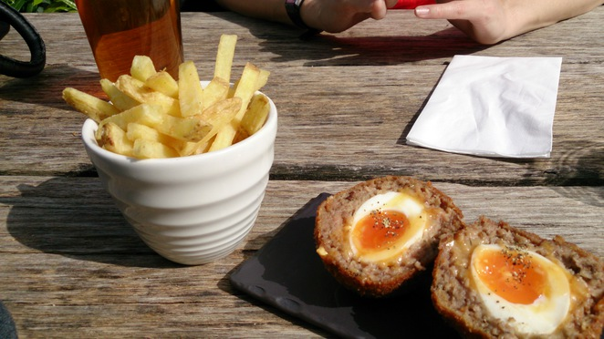 Spaniards Inn, Hampstead Heath, garden, table 30, skin on chips, scotch egg