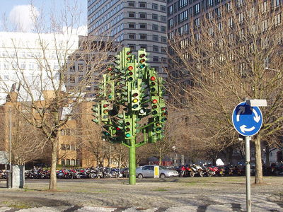 Traffic Light Tree, Canary Wharf (Source: Metrocentric, via Wikicommons)