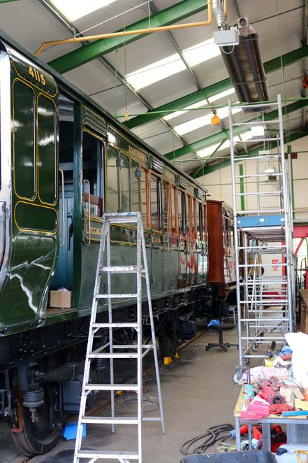 workshop,workshed,train,steam train