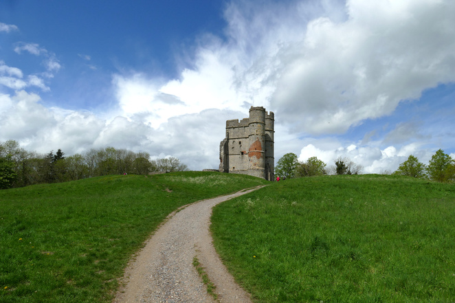 Donnington Castle, things to do in Newbury, picnic spots, historic attractions, English Civil War