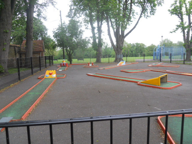 grove park, crazy golf