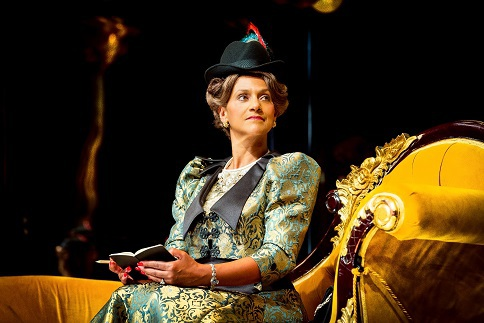 Cathy Tyson, Lady Bracknell, Oscar Wilde, The Importance of Being Earnest, Birmingham Repertory Theatre, The Curve, Leicester