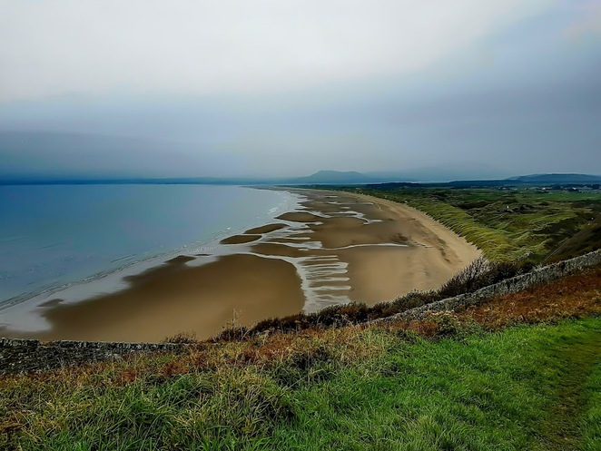 harlech beach, walks around harlech, things to do no north wales, beaches in north wales, min y don caravan park, dewi the dragon, harlech castle, snowdonia national park