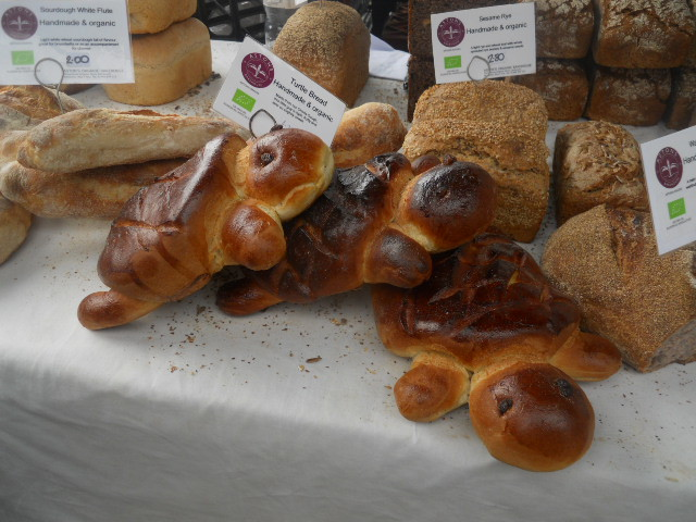 oval farmers' market, turtle bread