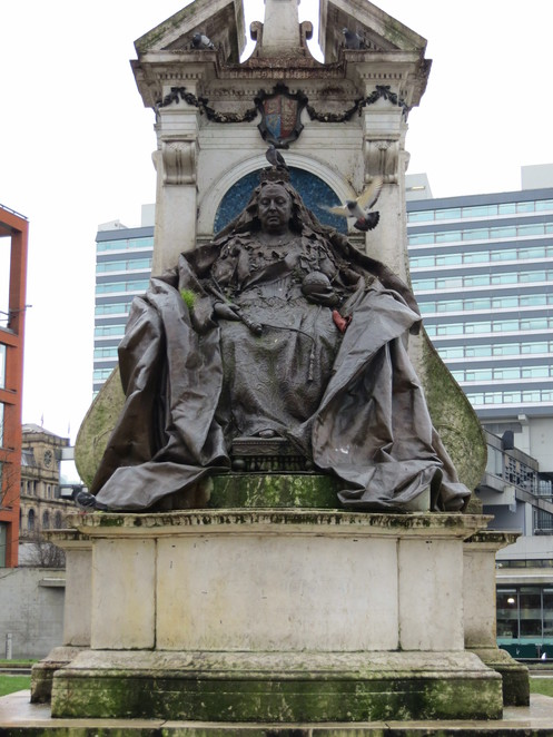 queen, victoria, manchester, piccadilly, gardens, statue