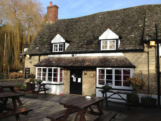 black horse, standlake, lower windrush, family friendly