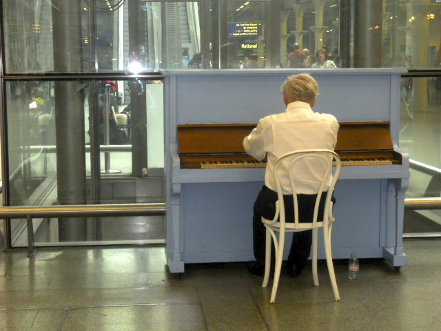 king's cross st pancras international, train station, tube station, piano
