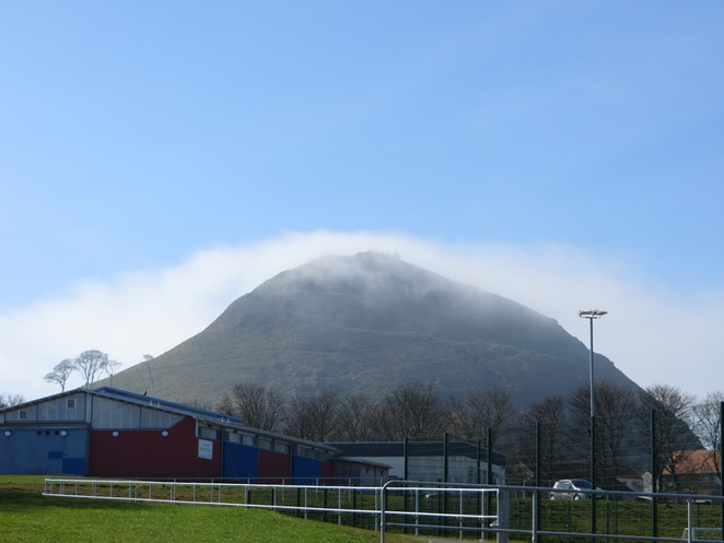 north berwick, law, mist, hill