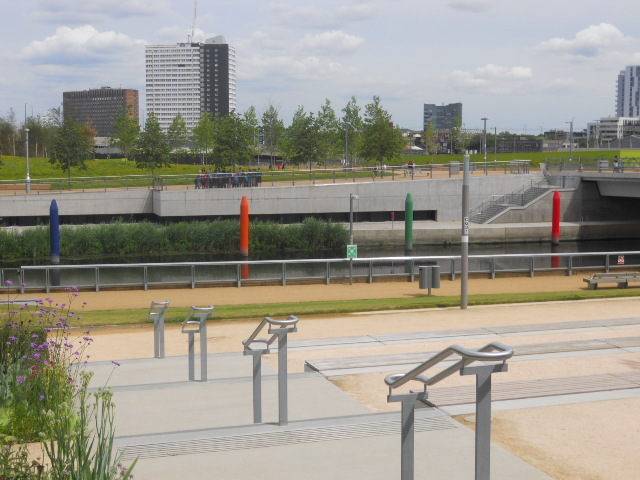 queen elizabeth olympic park, steles, crayons