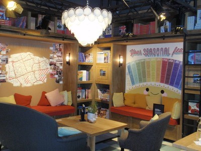 Cosy sofas and books are displayed in Recipease