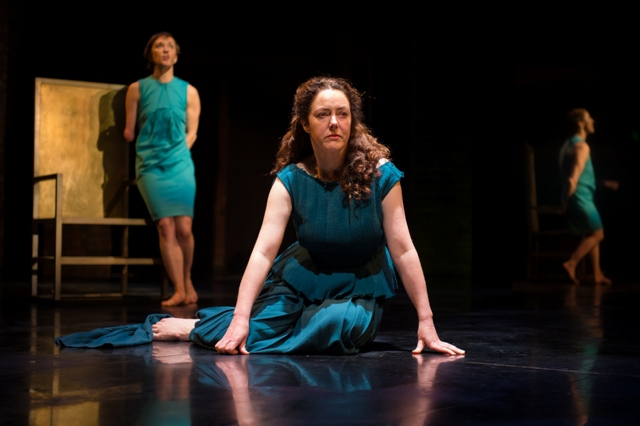 Hecuba Review Swan Theatre RSC Derbhle Crotty Ray Fearon