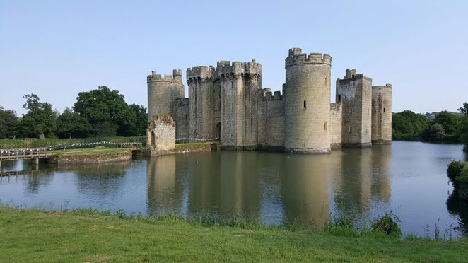 bodiam castle, bodiam, castles, high weald, area of outstanding natural beauty, castles uk, wedding venues, sussex, sussex castle, 14th century castle, moat, moat castle, scenery, beautiful castle, english countryside, countryside, architecture, medieval, medieval castle, england castle