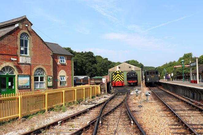 train station,train,isle of wight,transport