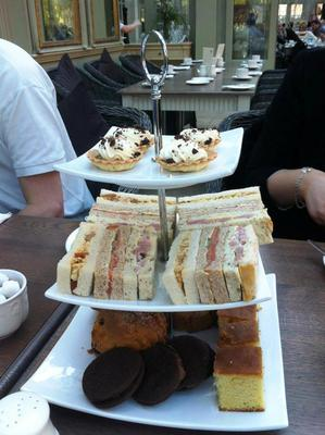 afternoon tea, afternoon tea at coombe abbey, coombe abbey resturant, coombe abbey hotel, desserts
