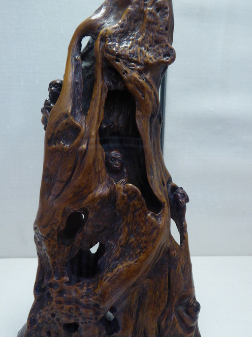 Monkey tree carving
