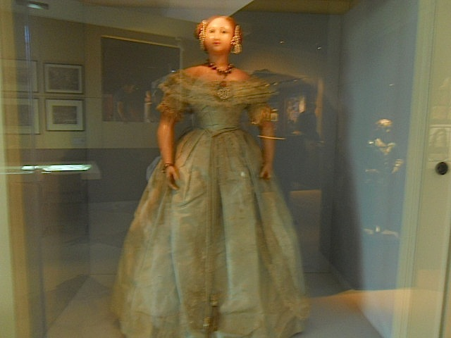 museum of london, expanding city, doll, queen victoria